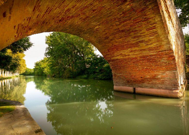 Canal du Midi pont briques © Aspheries