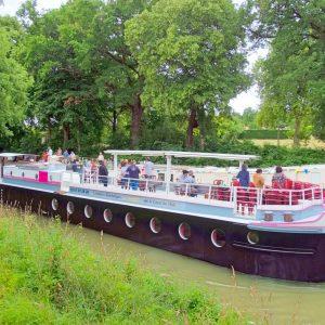 Le Surcouf barge