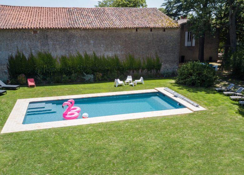 Photo piscine meubles et dos maison