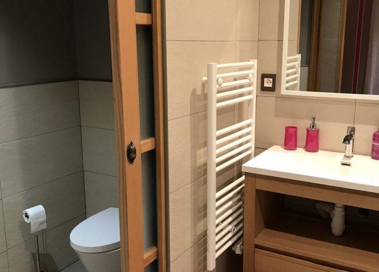 GRAND ESQUILAT BEDROOM B BATHROOM WC_16
