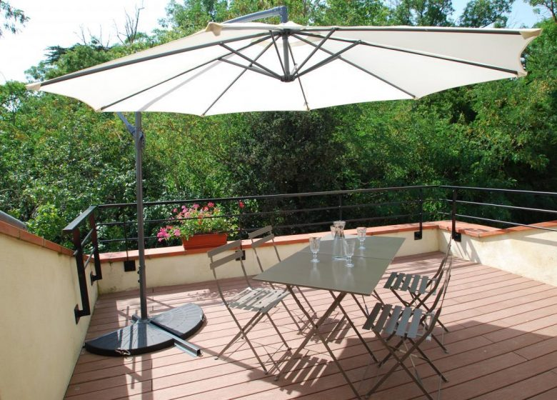 Terrace of the cottage on the first floor_1